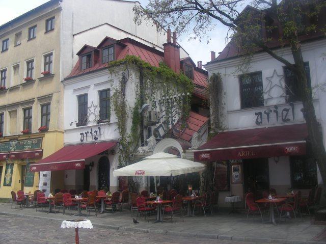 El resto fueron expulsados de Cracovia y asentados en las comunidades  circundantes. 15685d8846c
