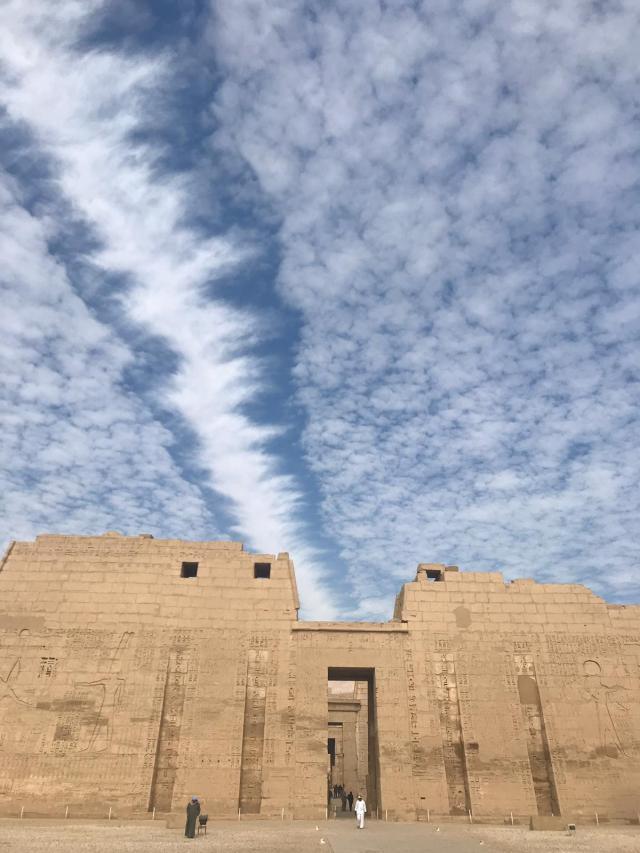 egipto, efecto nubes en el ramesseum