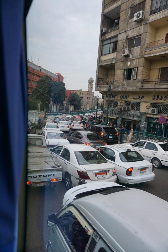 egipto. tráfico en el cairo